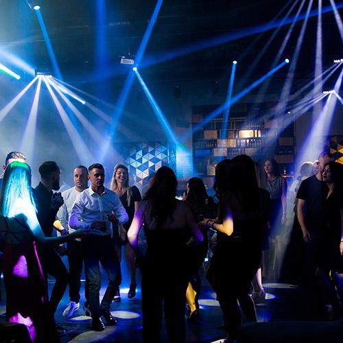 ריקודים בחתונה באמורה